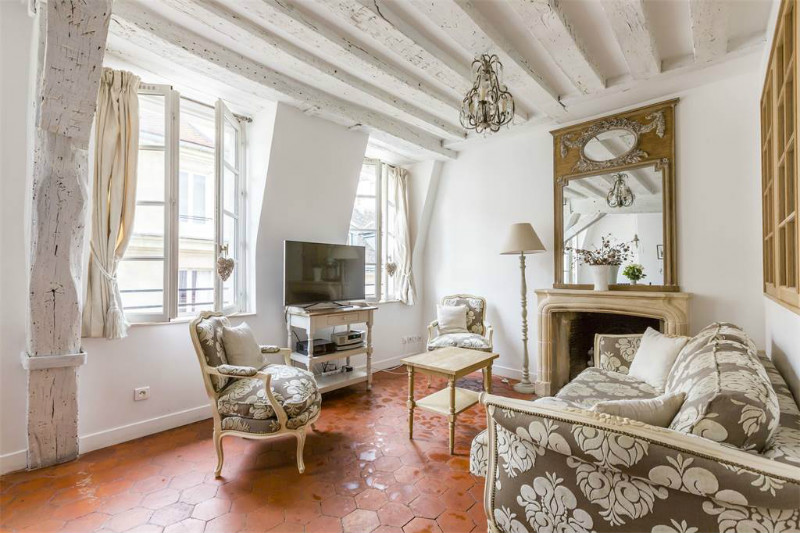 A Romantic Apartment in Paris
